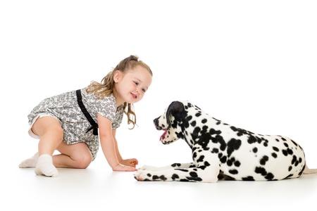dalmatier: kind meisje spelen puppy dog