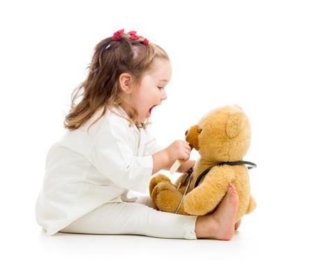 아이는 의사가 장난감을 가지고 노는 같은 옷을 입고 스톡 콘텐츠
