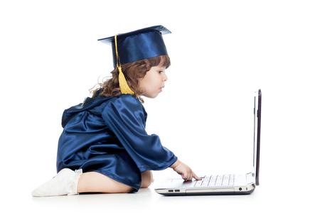 prodigy: divertente bambino in vestiti dell'accademico con laptop