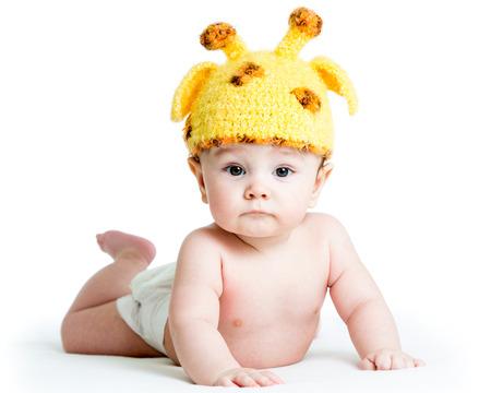 trẻ sơ sinh: buồn cười cho trẻ sơ sinh bé trai bị cô lập trên nền trắng