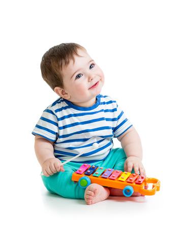 Mooie baby spelen met muzikaal speelgoed Stockfoto
