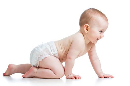 bebe gateando: vista lateral de ni�o bonito de rastreo Foto de archivo