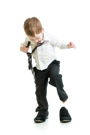 chico chico trata de zapatos padre Foto de archivo