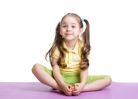 girl sport: Child ragazza facendo esercizi di fitness