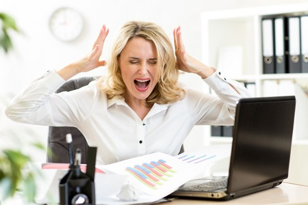 frustration girl: Stressed business woman screaming loudly at laptop in office