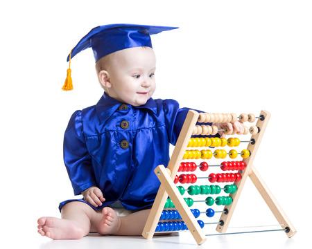 early learning: Beb� con el juguete �baco. Concepto de ni�o el aprendizaje temprano
