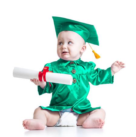 early learning: Beb� en ropa del acad�mico. Concepto de ni�o el aprendizaje temprano
