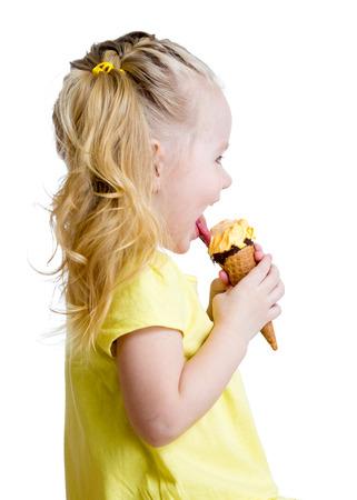 comiendo helado: aislado helado lado de niño comer