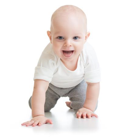 bebe gateando: bebé divertido va a cuatro patas
