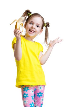 comiendo platano: linda niña de comer plátano aislado en blanco Foto de archivo