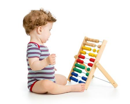 Prodigy: Chłopiec dziecko z liczydła zabawki. Koncepcja wczesnego uczenia dziecka