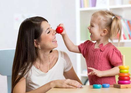 스마일 어머니와 보육원의 작은 딸, 행복한 시간과 공생