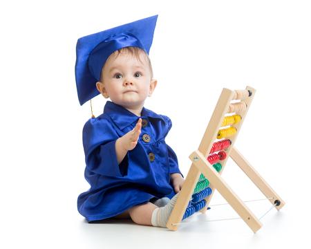 Prodigy: Dziecko ubrane w stroje akademickich z licznika. Wczesna edukacja dzieci.