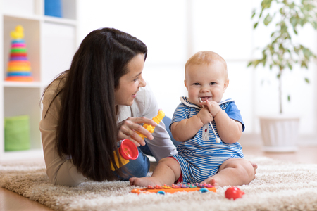 mom and baby playing musical toys at home Stok Fotoğraf - 91609376