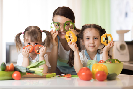 mother and kids daughters having fun in the kitchen Banque d'images