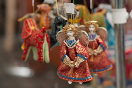 muñecas rusas: Russian souvenirs on the streets of Moscow in the summer in the afternoon Foto de archivo
