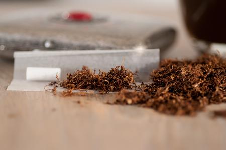 喫煙タバコとロールアップクローズアップ 写真素材