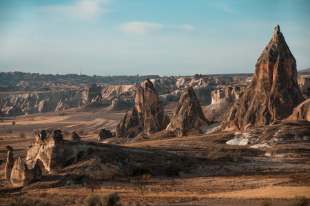 View of the unique landscape of Cappadocia, Turkey with balloon Imagens