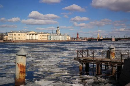 drifting ice: drifting ice on the Neva