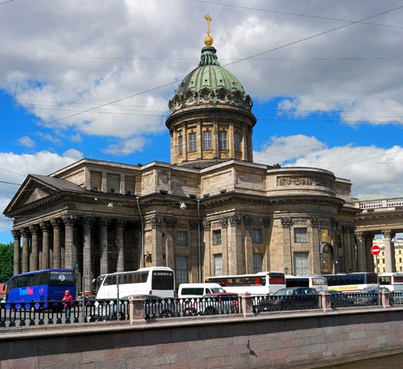 kazanskiy: St. Petersburg, Russia - June 4, 2016: 2016: Kazan Cathedral -Cathedral of the Kazan Icon of the Mother of God-. In the foreground, sightseeing buses.