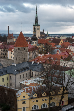 Tallinn Old Town on Toompea Hill, Estonia, panoramic view with traditional red tile roofs, medieval churches and walls. In the background, the tallest Church in Tallinn is the Church of St. Olaf. Imagens
