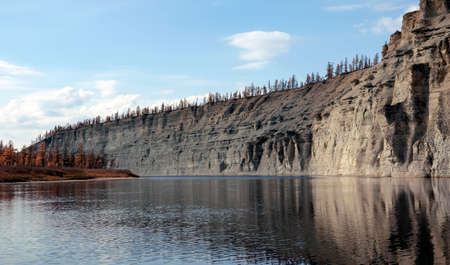 Landscape on the Siberian taiga river during rafting in autumn. Riverbed Moorocan in September during the descent from source to mouth. Evenkia, Krasnoyarsk territory, Russia, 스톡 콘텐츠