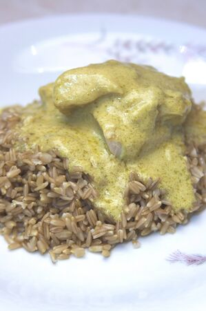 groats: oat groats with chicken in sauce