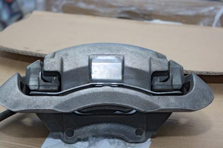 brake caliper: brake caliper mounting big brake discs