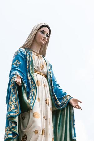 virgen maria: Estatua de la Virgen Mar�a en la provincia de Chantaburi, Tailandia.