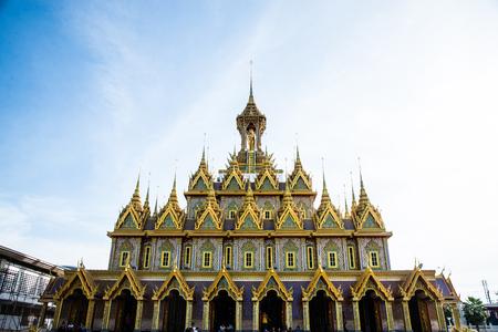 Uthai Thani, Thailand: Blur Thai people are pray buddhist at Wat Tha Sung 스톡 콘텐츠