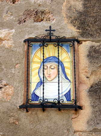 gloriole: picture of madonna or saint on an old wall