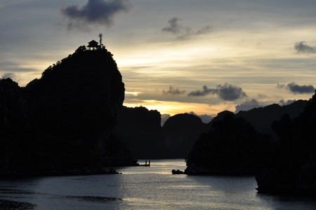 Fantastic view of the Halong Bay Stock Photo - 8139762