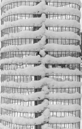 wired: Snow pattern on a circular wired frame