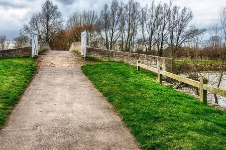 cycleway: Sentiero e la pista ciclabile sopra il ponte Archivio Fotografico