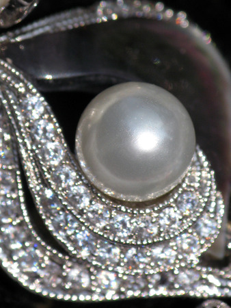 Pearl and Rhinestone broach jewelry