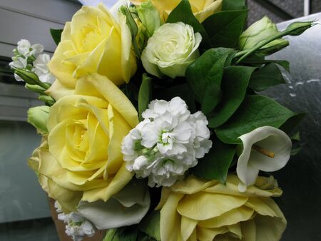 jeune: Yellow roses along with lilies and other flowers bouguet