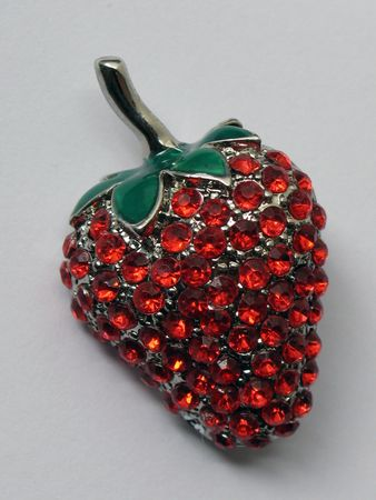 Strawberry broach made of metal, rhinestones and ceramic