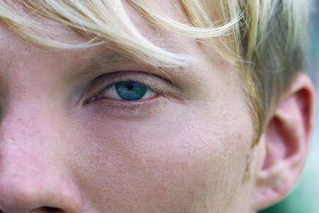 Detalle de hombre rubio con ojos azules  Foto de archivo - 3217215
