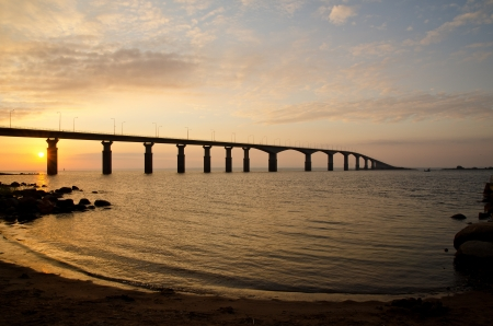 Sonnenaufgang an der Brücke