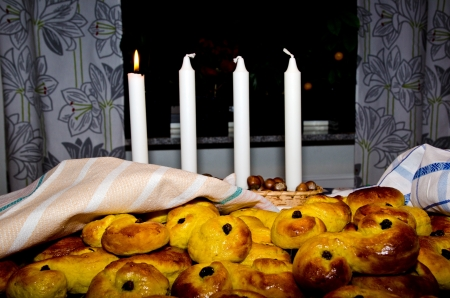 Saffron buns and advent candle photo