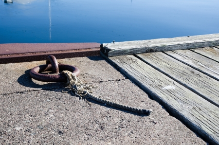 Mooring loop with a cut cord at a wooden and concrete pier