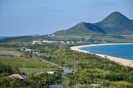 Sehen Sie sich über die Straße am Kap Tamatori im japanischen tropischen Insel Ishigaki