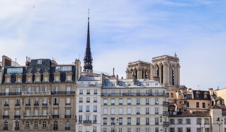 Paris / France - April 05 2019. Historical buildings and Notre Dame Cathedral before the fire 免版税图像