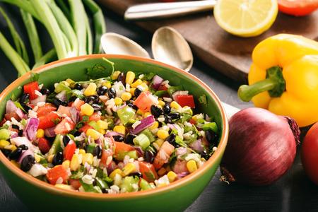 黒い豆-カウボーイ キャビアのメキシコ野菜サラダ。 写真素材