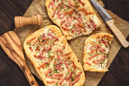 Tarte flambee, traditional alsatian pizza. Stockfoto