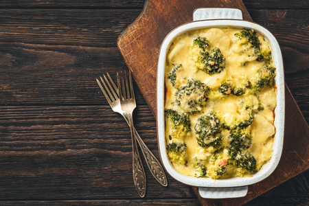 Casserole with broccoli, potatoes, eggs and cheese. 免版税图像