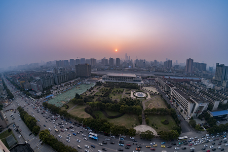 Hunan Changsha Railway Station panoramic view of the city sunset Éditoriale