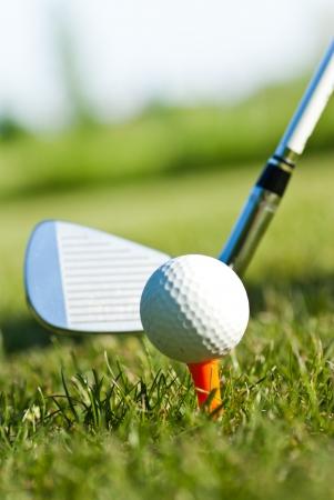 practicining golf