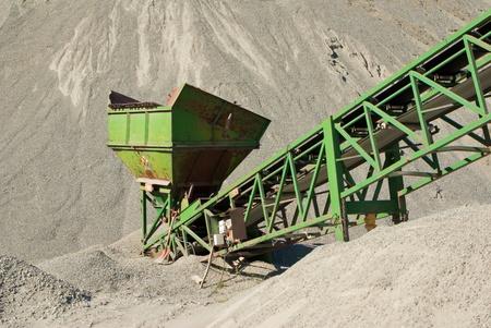 sand quarry: sorting sand at quarry