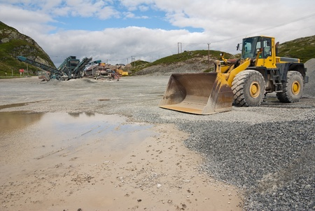 gravel pit: gravel and pit mine industry
